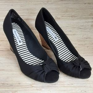 American Eagle black wedge heel shoes Size 7